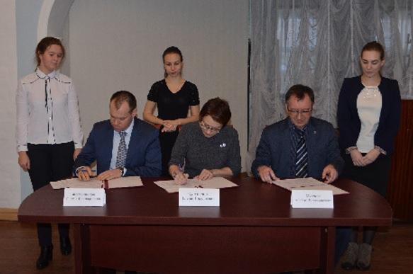 Подписание соглашения в рамках реализации Президентского гранта на работы по сохранению Усадьбы Спасское-Куркино прошло в Комитете по охране объектов культурного наследия области