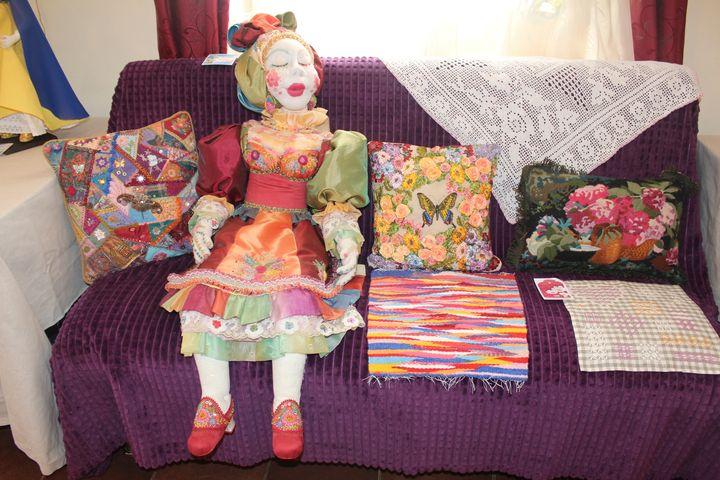 Юбилейная выствка авторской куклы и вышивки